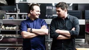 Tim Rauhe (l.) und Tim Mälzer. © VOX/Nady El-Tounsy