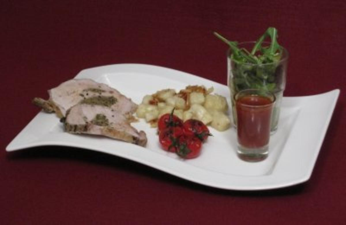Rezept mit Bild: 01.06. Daniel: Kruter-Rollbraten mit Gnocchi, karamellisierten Tomaten und Pinienkernen