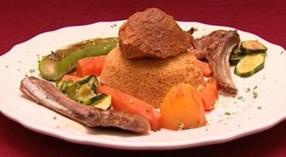 Rezept mit Bild: Couscous mit Lamm und Gemse, dazu Sauerrahm (Ines Redjeb)