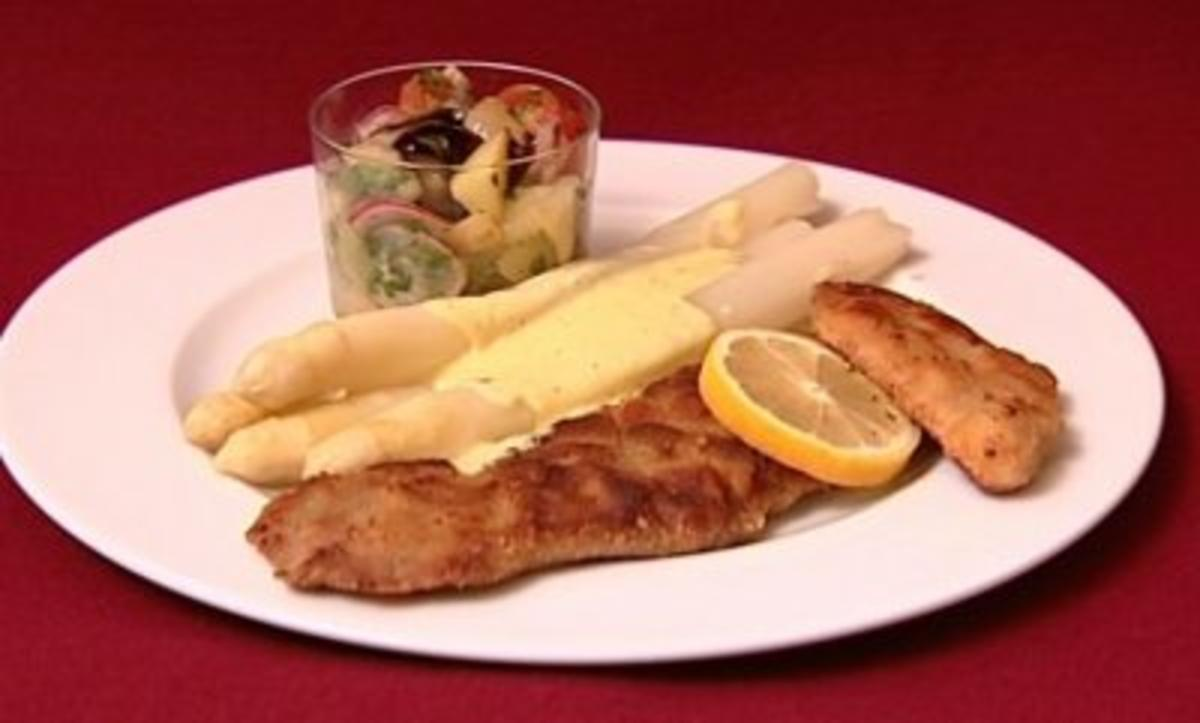 Rezept: Kalbsschnitzel mit Bio-Spargel und Kartoffel-Gurkensalat (Eric Langner)