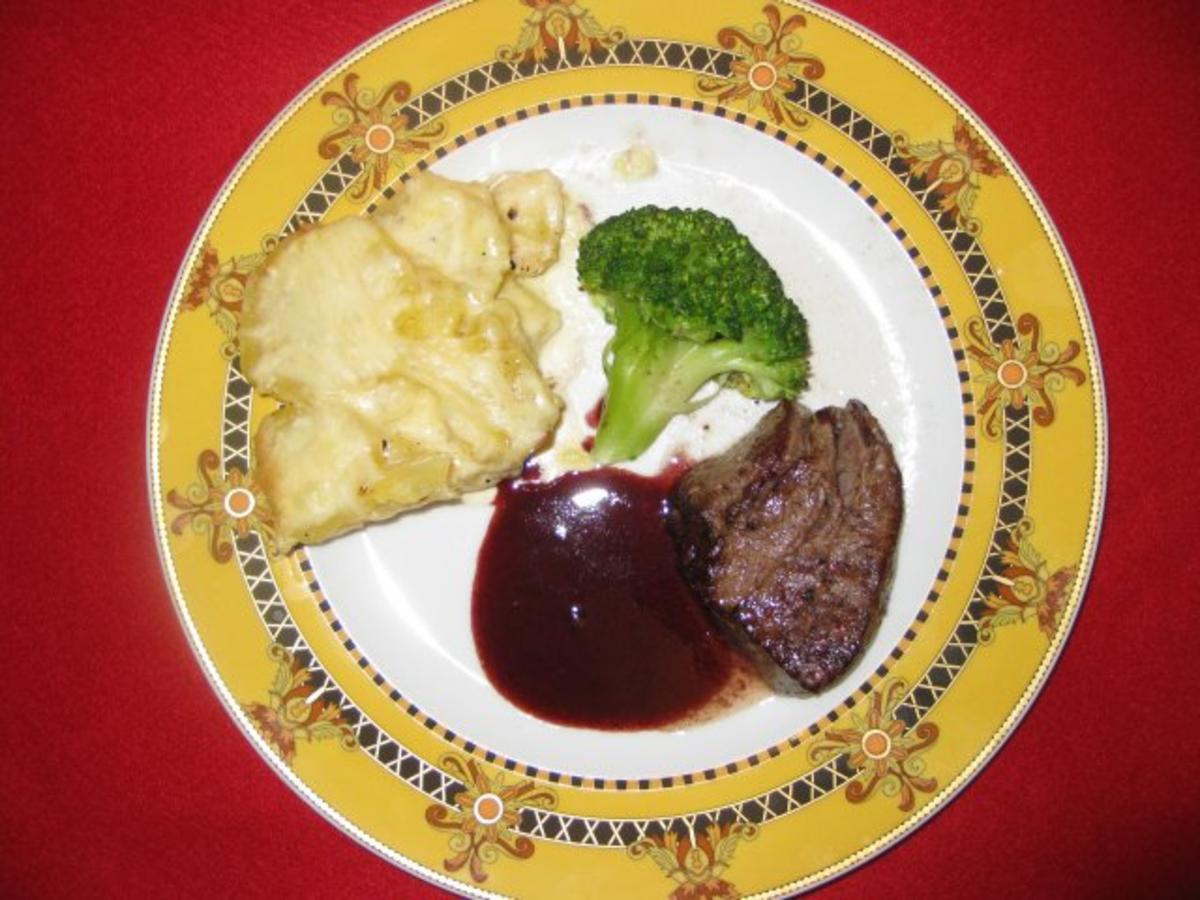 Rezept: Filet vom Pflzer korind mit Kartoffelgratin an Schalotten-Rotweinreduktion