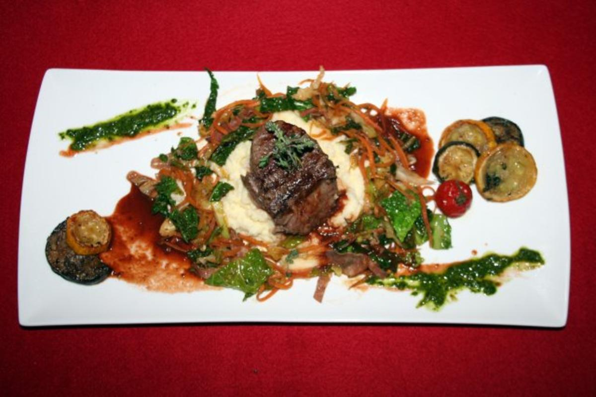 Rezept mit Bild: 09.08. Joey: Charolais Filet, French Wirsing-Mix und Macadamia-Pree